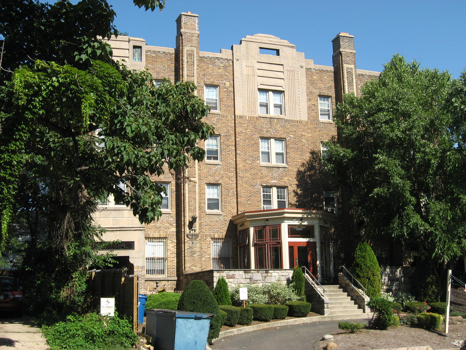 2015-10-03 East Falls tour Queen Lane Manor Apt Bldg 2